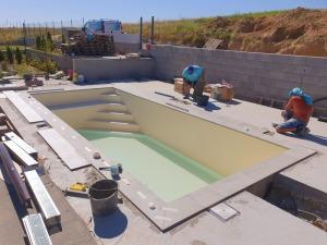 murovaný bazén s pieskovou fóliou