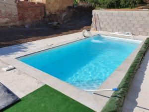 murovaný bazén s bielou fóliou